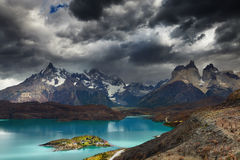 Torres del Paine, Lake Pehoe Royaltyfria Foton