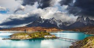 Torres del Paine, sjö Pehoe Royaltyfria Foton