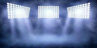 Torres del proyector en estadio de la noche en humo libre illustration