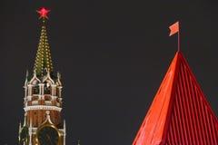 Torres diferentes ao lado do Kremlin Imagem de Stock