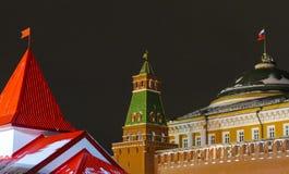 Torres diferentes ao lado do Kremlin Imagens de Stock