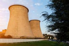 Torres do central elétrica da cidade Imagens de Stock