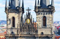 Torres do close up da igreja de Tyn na cidade de Praga Imagem de Stock