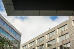 Torres do negócio com céu azul Imagens de Stock