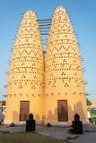 Torres do pássaro na vila cultural de Katara em Doha, Catar imagem de stock