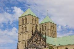 Torres do St Paulus Dom em Munster Fotos de Stock Royalty Free