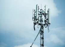 Torres do telefone celular e sistema 3G e 4G Imagens de Stock Royalty Free