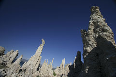 Torres do tufo do mono lago fotografia de stock royalty free