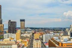 Torres e construções da elevação da skyline e do hisgh da cidade de Joanesburgo foto de stock