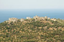 Torres e mar da defesa foto de stock