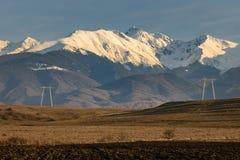 Torres e montanhas de poder Foto de Stock
