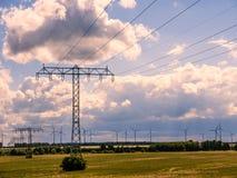Torres elétricas na paisagem fotografia de stock royalty free