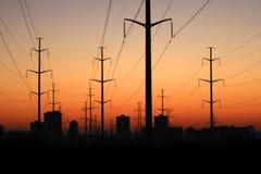 Torres elétricas no por do sol. fotografia de stock
