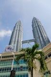 Torres gêmeas de Petronas em Kuala Lumpur, Malásia Fotos de Stock