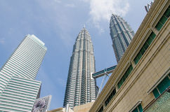 Torres gêmeas de Petronas em Kuala Lumpur, Malásia Fotografia de Stock