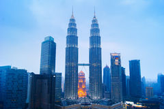 Torres gêmeas de Petronas, Kuala Lumpur Urban Scene Foto de Stock Royalty Free