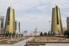 Torres gêmeas no distrito governamental, Astana Foto de Stock
