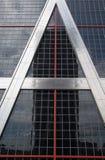 Torres gemelas de Columbus que se inclinan en Madrid España Fotografía de archivo