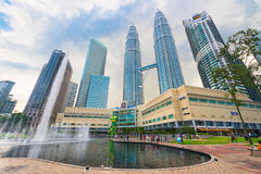Torres gemelas de Petronas en Kuala Lumpur Imagenes de archivo