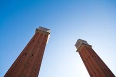 Torres gemelas del cuadrado de España en Barcelona Fotos de archivo