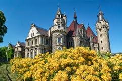 Torres neogóticas do castelo histórico de Moszna Imagens de Stock