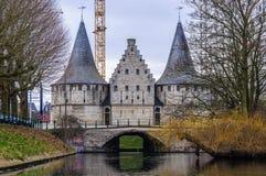 Torres nos canais exteriores em Ghent, Bélgica imagem de stock