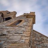 Torres que alcançam no céu do fim da tarde imagens de stock royalty free