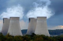 Torres refrigerando de central eléctrica Imagem de Stock Royalty Free