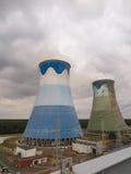 Torres refrigerando de uma central energética Imagens de Stock Royalty Free