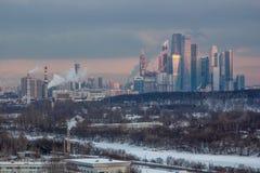 Torres si Moscú imagen de archivo libre de regalías