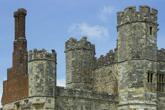 Torres, turretts, y chimeneas en las ruinas antiguas de Tudor Abbey del siglo XIII en Titchfield, Fareham en Hampshire Inglaterra Foto de archivo