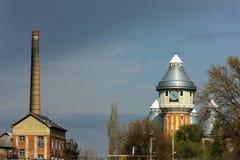 Torres velhas abandonadas do gás Foto de Stock