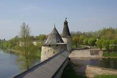 Torres viejas en Pskov Fotografía de archivo