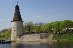 Torres viejas en Pskov foto de archivo libre de regalías