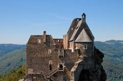 Torres y azoteas del castillo medieval Fotografía de archivo libre de regalías