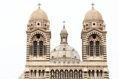 Torres y bóveda de la catedral en Marsella, Francia Imagenes de archivo