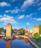 Torres y canales en la Estrasburgo vieja. Imagen de archivo libre de regalías