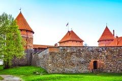 Torres y pared del castillo imagen de archivo libre de regalías