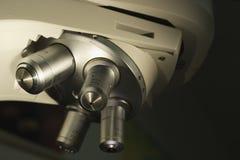 Torreta del misroscope de la ciencia con 4 lentes Imagen de archivo