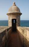 Torreta que pasa por alto el océano Fotos de archivo