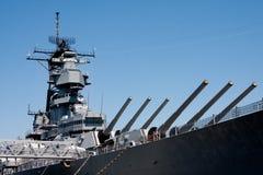 Torretas en la nave de batalla de la marina Foto de archivo