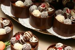 Torretta dei dessert della miniatura di cerimonia nuziale. Fotografie Stock