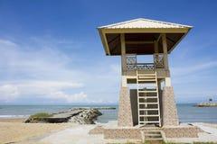 Torretta del bagnino alla spiaggia di Jerudong, Brunei Immagine Stock Libera da Diritti