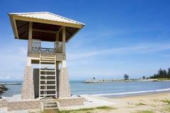 Torretta del bagnino alla spiaggia di Jerudong, Brunei Immagini Stock Libere da Diritti