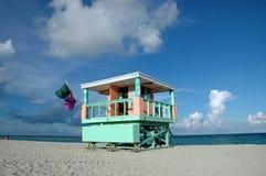 Torretta del bagnino in spiaggia del sud Immagine Stock
