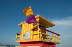 Torretta del bagnino in spiaggia del sud Fotografia Stock