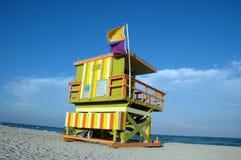 Torretta del bagnino in spiaggia del sud Fotografie Stock Libere da Diritti