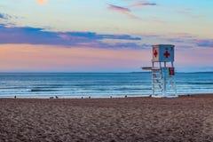 Torretta del bagnino sulla spiaggia immagine stock libera da diritti