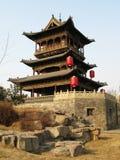 torretta del cancello nel villaggio della Cina Fotografie Stock Libere da Diritti