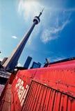 Torretta del CN con il vecchio treno a Toronto fotografie stock libere da diritti